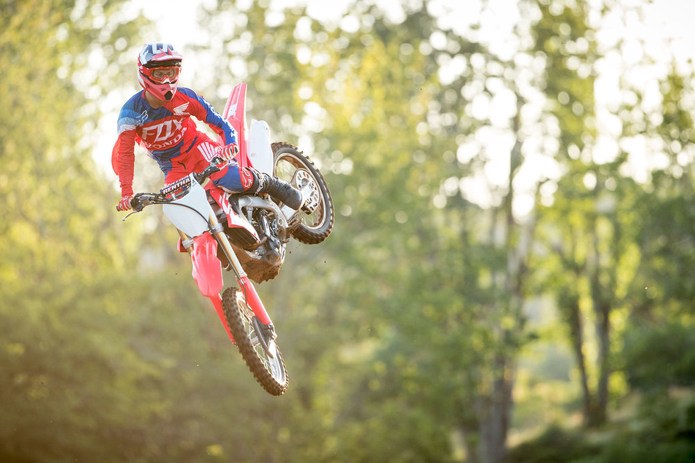 18_CRF250R_ACTION_02.jpg