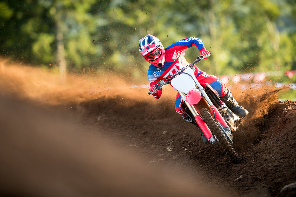 18_CRF250R_ACTION_01.jpg
