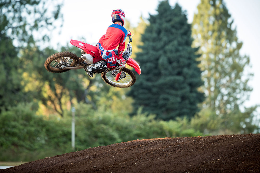 18_CRF250R_ACTION_03.jpg