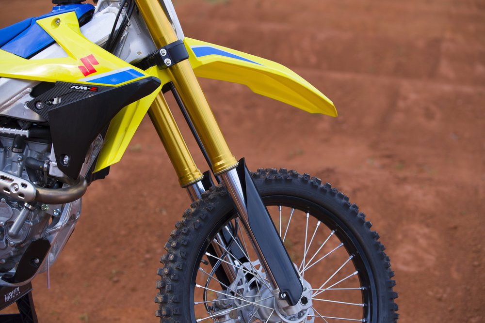 Showa spring forks grace the front end of the 2018 Suzuki. Look at the color of those fork legs!