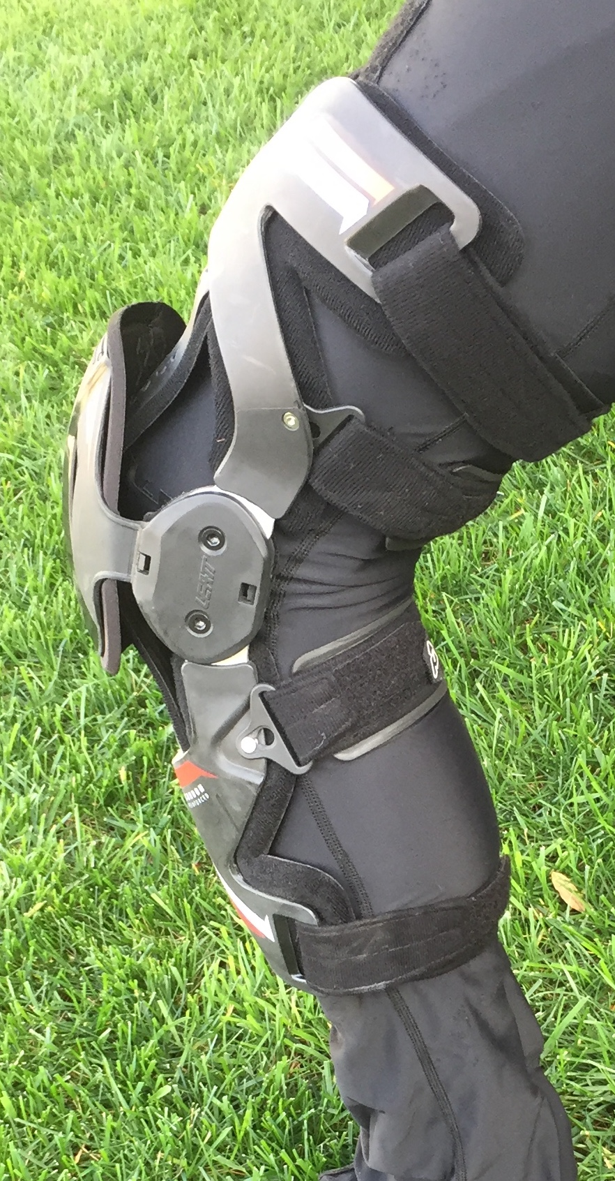 08e16e986ce3 ... just a few players in the knee brace game, but now thankfully for us  consumers, there are multiple high end options on the market like the Leatt  X Frame ...