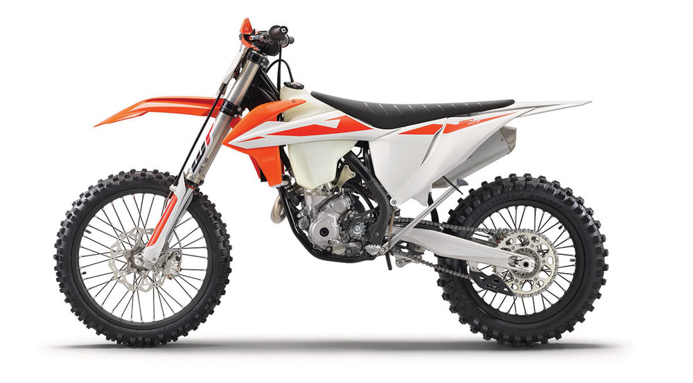 2019 KTM 350 XC-F - The success story of the 350 XC-F is certainly unrivaled. It has been the bike KTM Factory FMF offroad rider Kailub Russell has used to dominate the GNCC series. Over the years and again for 2019 350 XC-F has gained a lot of performance and torque providing almost as much power as a 450, but with the agility of a 250 – so the basic idea is easily summarized and has been a concept with success from the start.