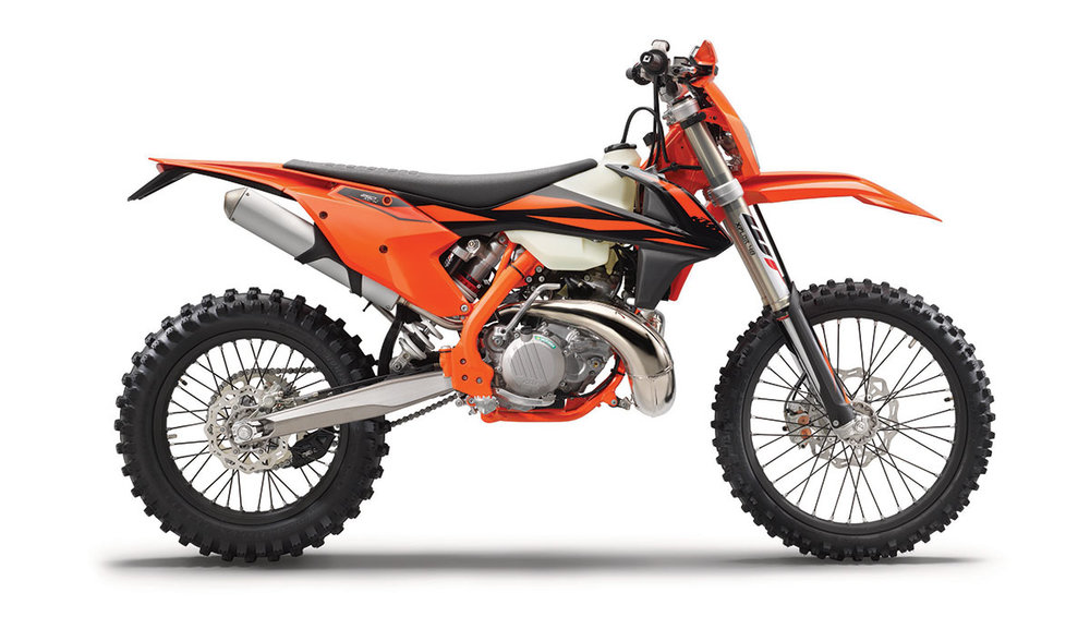 2019 KTM 250 XC-W TPI - A state-of-the-art 2-stroke engine featuring the revolutionary TPI fuel injection combined with a lightweight and agile chassis make the 250 EXC TPI the prime choice for extreme offroad use. No pre-mix thanks to an electronic oil pump, no jetting, but also low purchase and ownership costs make this bike the absolute top of its segment.