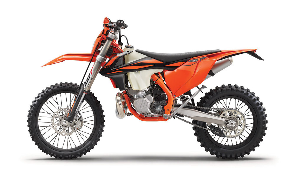 2019 KTM 300 XC-W TPI - The 300 EXC TPI with its state-of-the-art TPI fuel injection and its super-agile chassis sets a clear benchmark. Thanks to its unrivaled performance and rideability it is the first choice when the going gets really difficult. There is no better power-to-weight ratio on the market in a standard bike.