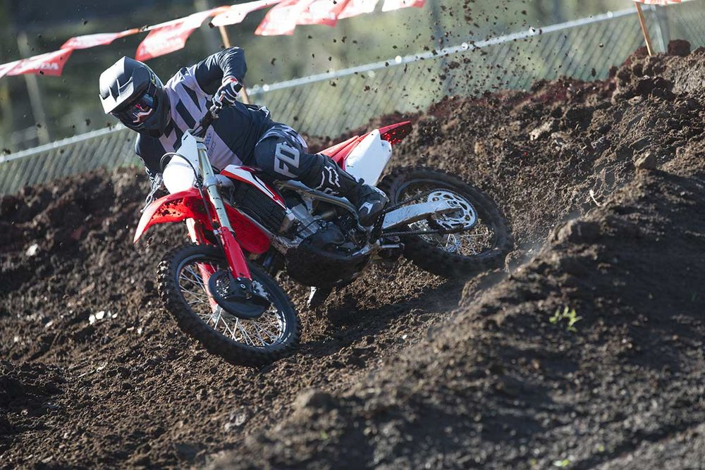 19-Honda-CRF450R_Action_4.jpg