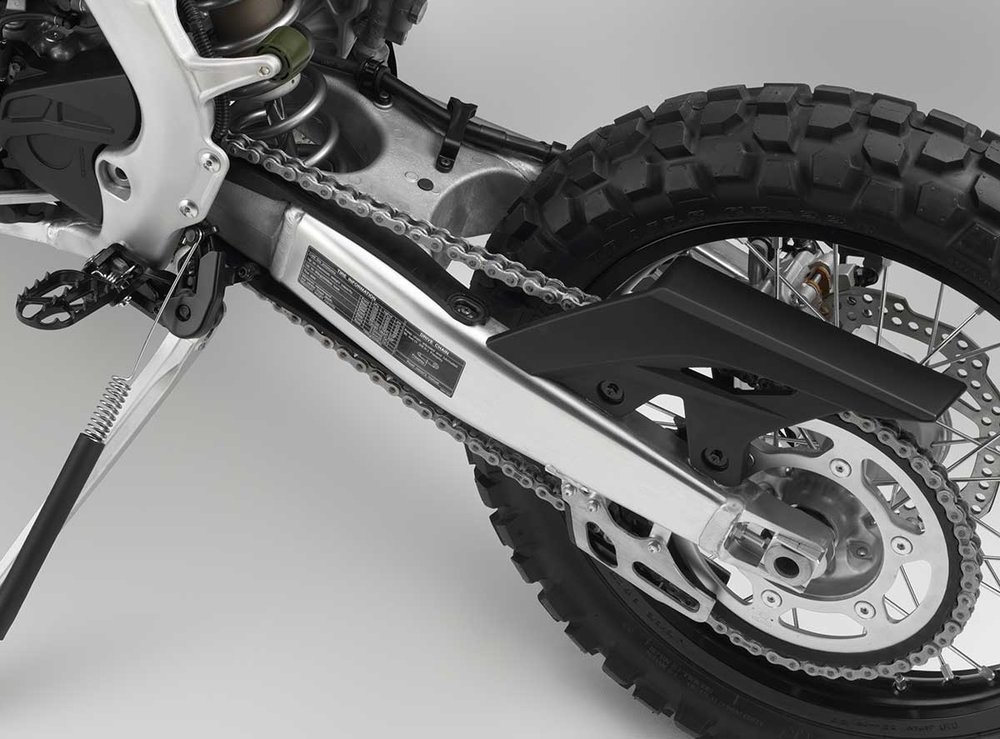 19-Honda-CRF450L_swingarm.jpg