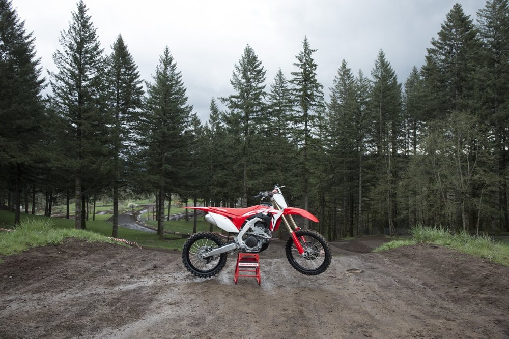 19 Honda CRF250R_Beauty_01.jpg