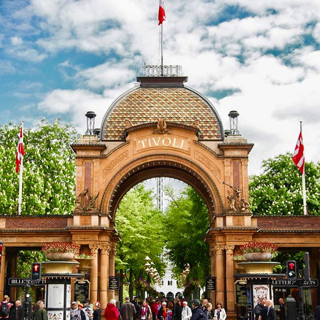 Just left Tivoli, the second oldest theme park in the world which is in Copenhagen, Denmark. Walt Disney came here for inspiration when he was designing Disneyland. Got to ride one of the oldest running wooden rollercoasters in the world, built in 1914 and still going strong. Also, future note to self— never ever ride a ride called Vertigo again. It is aptly named that 😵 #tivoli #tivoligardens #vertigo #rollercoaster #themepark #copenhagen #denmark #denmark🇩🇰