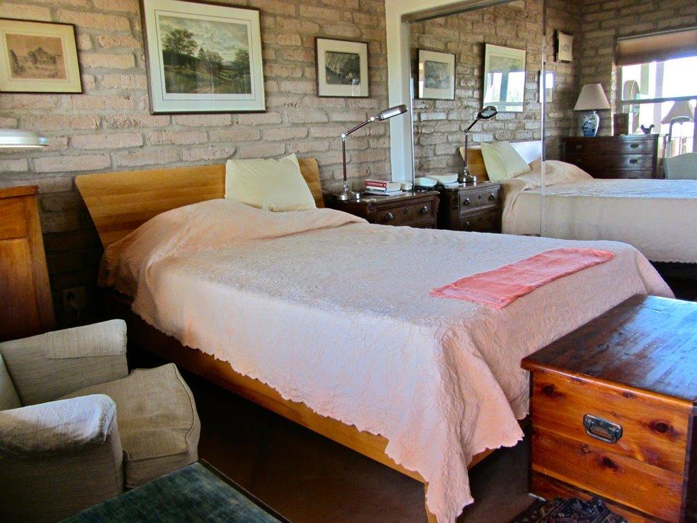 leo-bedroom-1.jpg