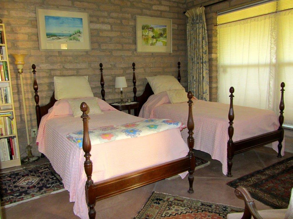 leo-bedroom-2.jpg