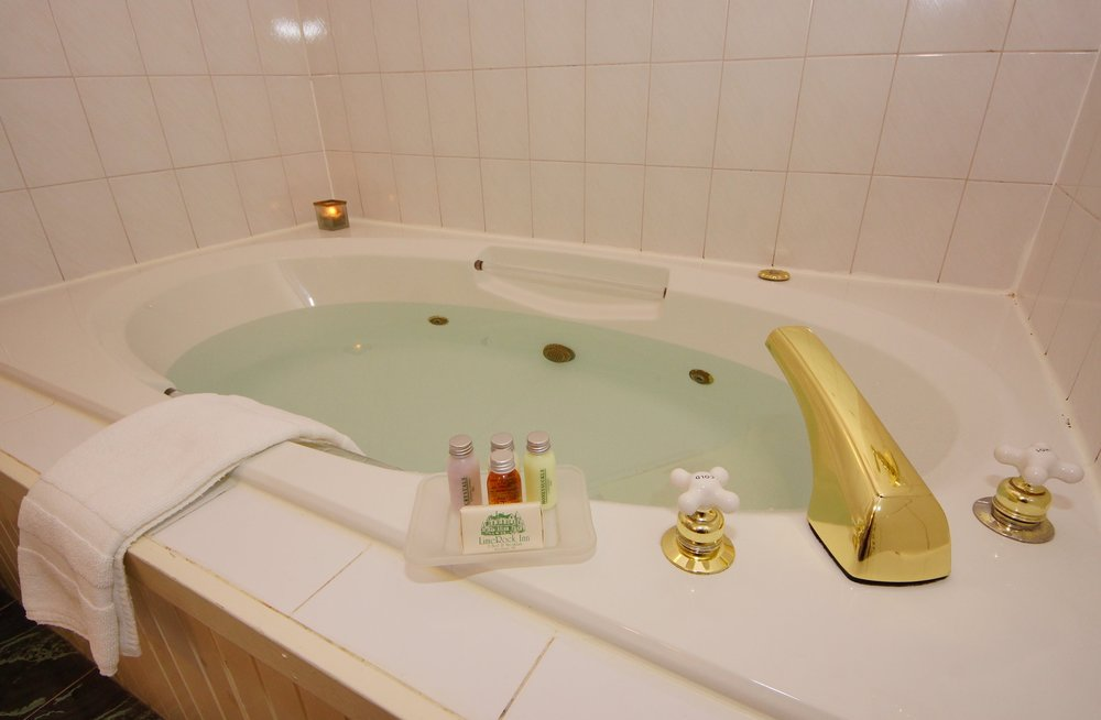 Photo of oversized jacuzzi tub in Grand Manan guestroom