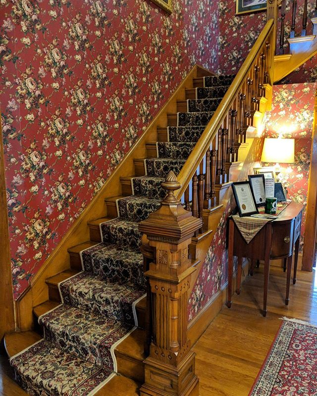 It's all inn (see what I did there) the details!  I think the newel post is my favorite part of the entire inn! #historichouse #inn #bedandbreakfast