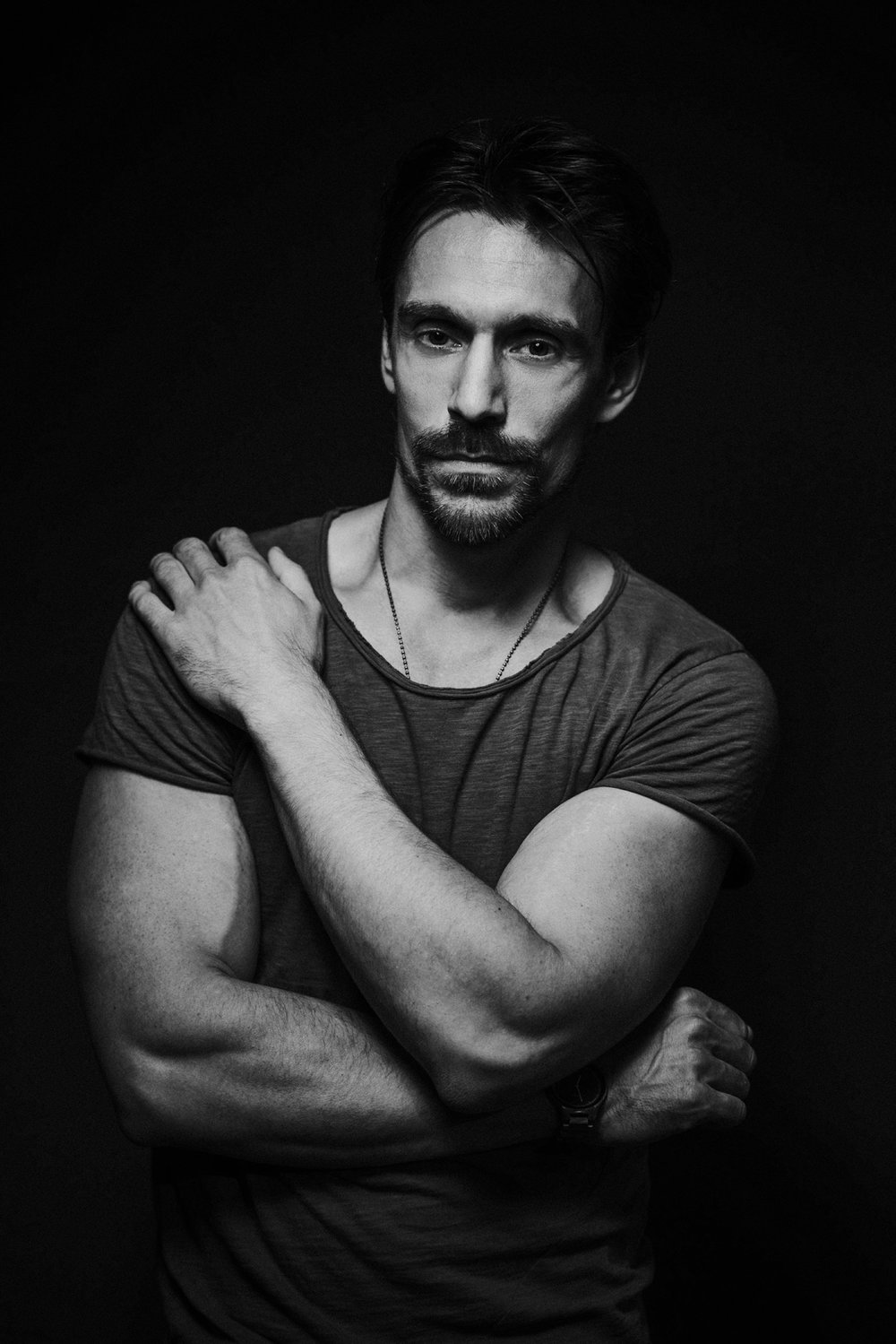 schwarzweiss Schauspieler Portrait im Fotostudio