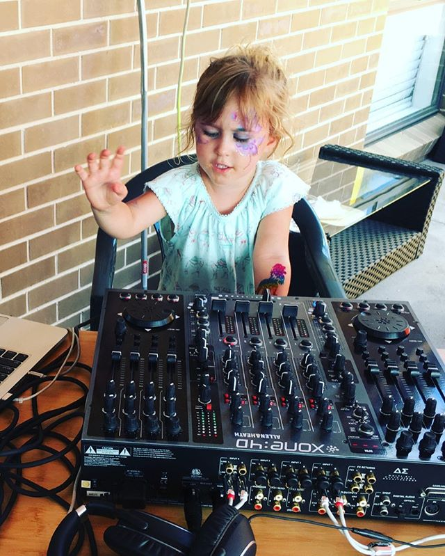 After all she was named after a DJ 👧🏼🎧🎹 #maya #proudmom #dj #mayajanecoles