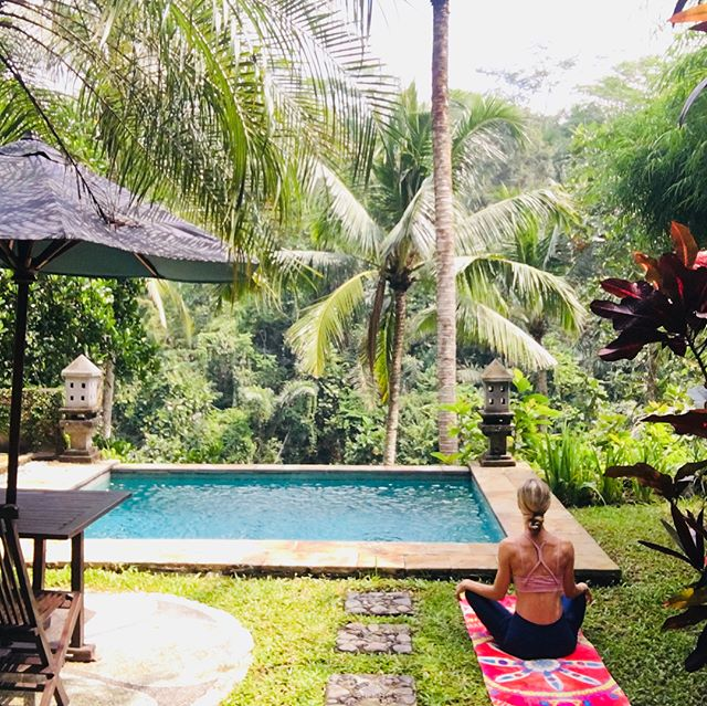 I tried to write some captions to this picture...🧘‍♀️but no words can describe the beauty of this place, the joy I felt practising, the gratitude towards my family for the opportunity to take some time for myself 🙏🙏🙏 Blessed 🧘‍♀️ #yoga #love #gratitude #blessed #ubud #bali #selfcare