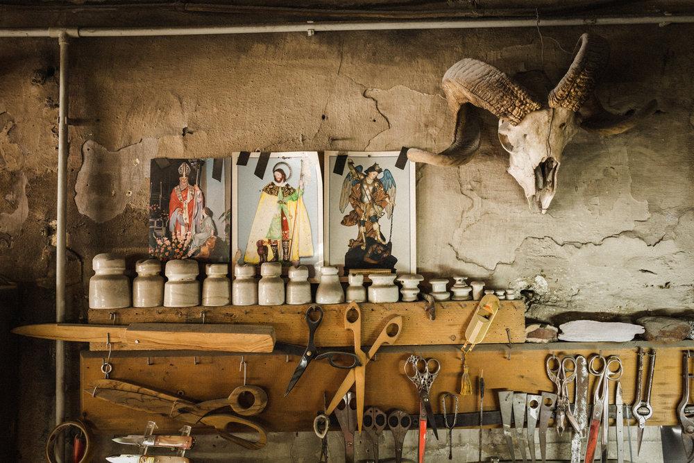 Uno degli interni di una bottega artigiana a Frosolone (IS), Maggio 2018 © Giuseppe Nucci.
