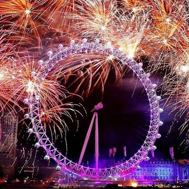 Happy New Year, wishing everyone and their family a successful 2018. Chase your dreams, work hard and good luck! #weareyourcity #2018 #newyearseve #newyear #newyearsresolution #london #londoneye #fireworks