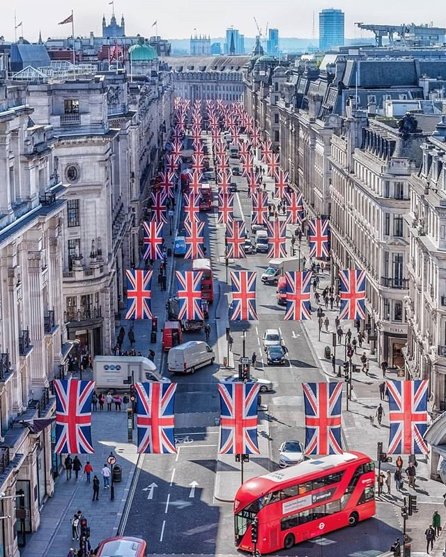 #London is getting dressed for the Royal Wedding, anyone else excited? 👰🙌 (📷@levanterman) #weareyourcity  _ Join Our Worldwide Luxury 24hr Concierge. Exclusive VIP Benefits with Luxury Brands. Choose Monthly or Yearly Membership. _  Our Services Include:  Dining, Shopping, Travel, Hotels, Leisure, Entertainment, Events, Home, Cars, Health, Beauty, Spas, Special Occasions & Bespoke Requests. _  Membership Enquiries & Collaborations:  info@weareyourcity.com  www.weareyourcity.com _  #concierge #conciergeservices #conciergeservice #conciergelife #conciergerie #igdaily #beautiful #wanderlust #luxurytravel #igdaily #explore #travels #instatravel #traveling #igtravel #travelling #travelgram #mytravelgram #photooftheday #iger #travel #travelphotography #travelphoto #londoner #traveller #love #royalwedding #british
