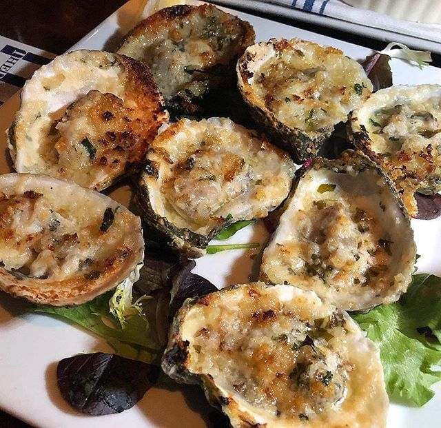 #Repost @fairfieldhamlethub ・・・ Delicious Roasted Copp's Island Oysters prepared with garlic, Parmesan, parsley and butter, at The Restaurant at Rowayton Seafood #rowaytonct #rowaytonseafood #roastedoysters #oysters #seafood #coppsislandoysters #garlic #parmesan #parsley #butter