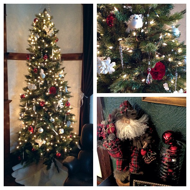 Starting to look like Christmas around here #holidaydecor #holidays #christmastree #treethatsparkles