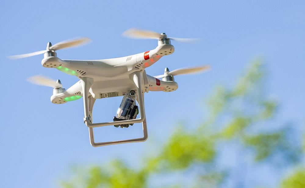 regolamento sui droni regole volare con i droni