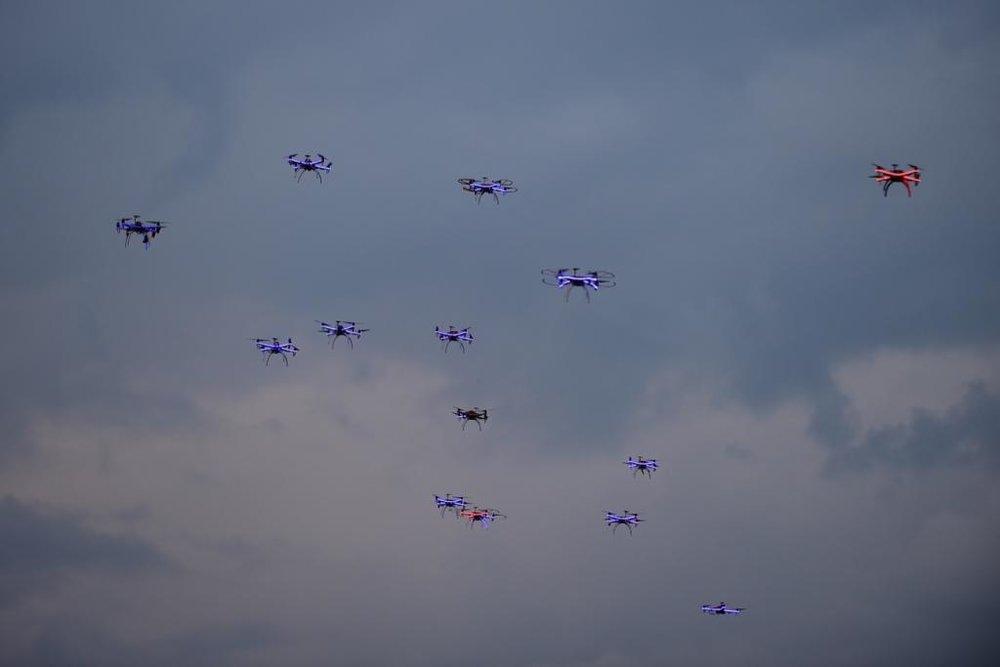 droni in volo record mondiale droni .jpg