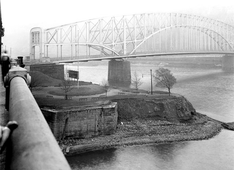 Pittsburgh Point 1927