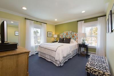 Queen Room Inn, shared suite & bath