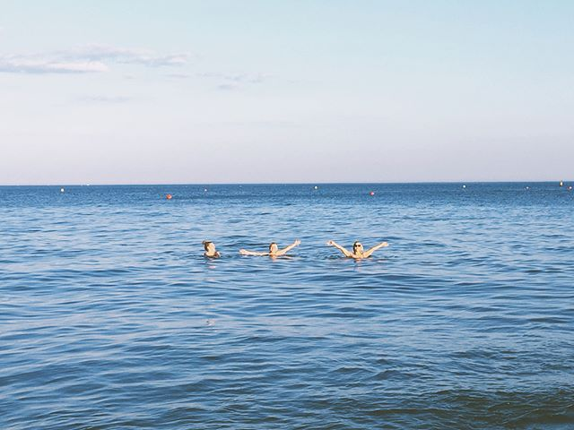 Just some casual swimmers 😂😂 perks of summer living by the beach ✔️ beautiful evening with the best girlies ❤️ 🌊 [ #Bournemouth #instapassport #pursuewhatislovely #pursuepretty #postitfortheaesthetic #lovelysquares #prettylittlethings #lifeofadventure #stayandwander #livethelittlethings #liveauthentic #forahappymoment #travelblogger #ocean #sunshinetherapy #beachlife #beachvibes #findyourbeach #oceanvibes #oceanbreeze #aquaholic #sandytoes ]