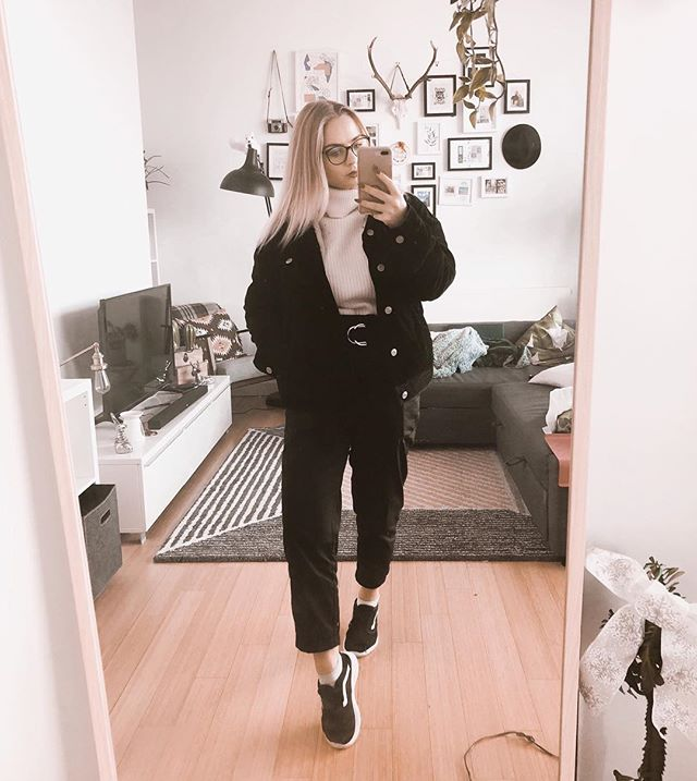 Another day another 💵🤷🏼‍♀️ #fromwhereistand #styleblogger #whatiwore #aboutalook #bloggergirl #ootd #outfit #styleoftheday #fashionblogger #fashionblog #outfitoftheday #stylegram #whatiworetoday #selfie #style #styling #fbloggers #stylediaries #lookoftheday #backtominimal #trueoutfit #manchesterblogger #manchester #northernblogger #manchesterfashion #outfitideas #fashiondiaries #styleblog #outfitinspiration #fblogger