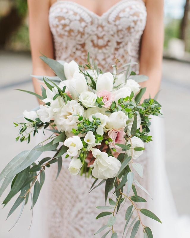 Elegant white bouquets are all but simple with this amazing texture. 📷@abritandablonde . . . . . #mountainoccastions #weddingbouquet #weddingday #destinationwedding #mountainwedding #weddingflowers #weddingdress #weddingplanner #destinationweddingplanner #moutains #flowers #destination #travel #eventdesigner #eventplanner #weddingday #allthingspretty #texture #elegantdesign