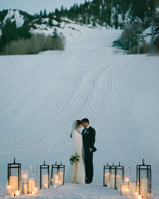 Fall is one of my all time favorite seasons (and I don't want it to fly by) but can I tell you how excited I am for the first snow?!?! Thank you @jamesandschulze for this breathtaking photo! . . . . . #Mountainoccasions #aspen #mountainwedding #destinationwedding #weddinginspo #destinationweddingplanner #weddingphotography #destinationeventplanner #weddingday #weddingdayready #colorado #mountains #weddingdayinspo #weddingdecor #mountainweddingdecor #snow #winterwedding #skislopes #candles #sunset
