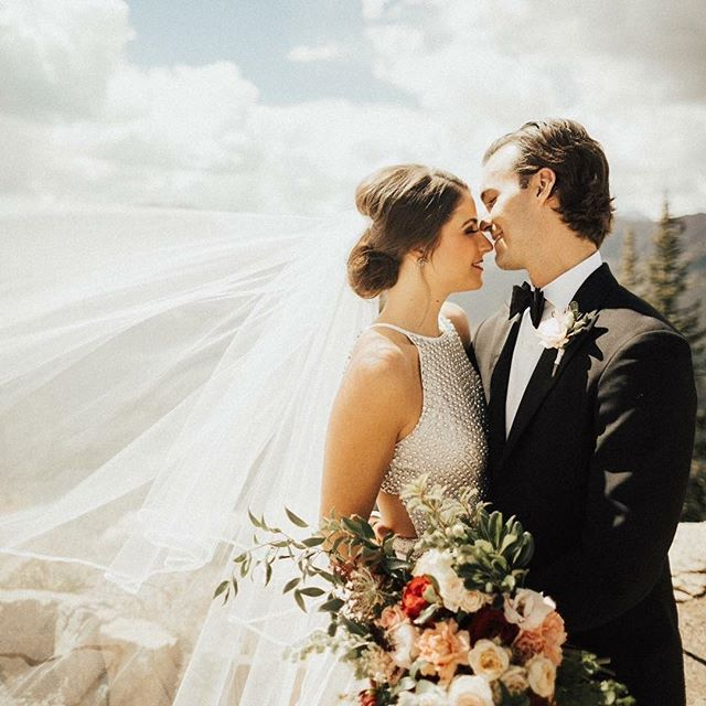 This is what love looks like at 11212 ft up! It's that magical kind of love! Congrats Jessica & Nick it was an honor to have been part of your special day. 📷@mtphotoandfilm #loveat11212ft