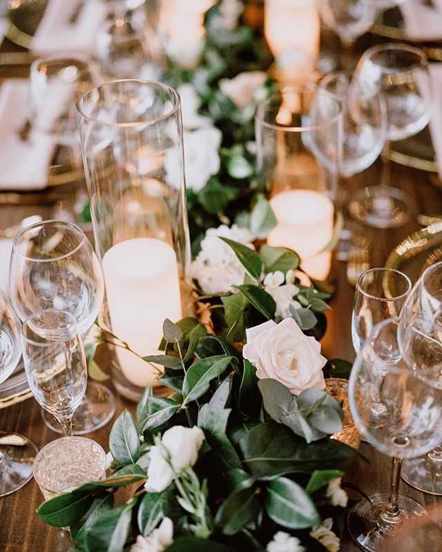 Lots of green and a touch of candlelight made this tablescape 🔥🔥🔥🔥! @madisonbaltodanophotography . . . . .  #Mountainoccasions #mountainwedding #destinationwedding #weddinginspo #destinationweddingplanner #weddingphotography #destinationeventplanner #weddingday #weddingdayready #colorado #mountains #weddingdayinspo #weddingdecor #mountainweddingdecor #tablescape #greenery #centerpieces #candlelight