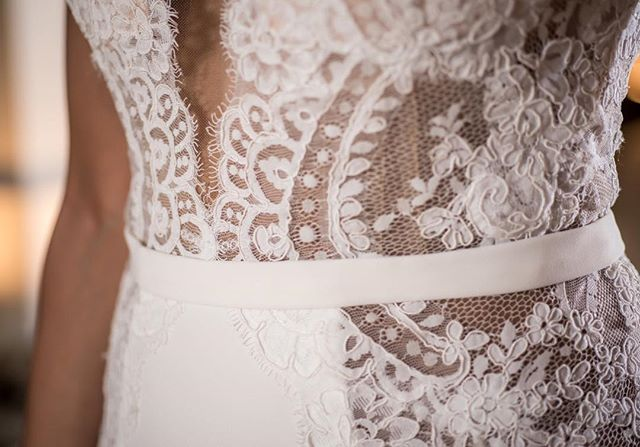 We are 😍😍😍 over the intricate details in this stunning dress by @pallascouture.  Thank you @abritandablonde for capturing the intricate details. . . . . .  #Mountainoccasions #mountainwedding #destinationwedding #weddinginspo #destinationweddingplanner #weddingphotography #destinationeventplanner #weddingday #weddingdayready #colorado #mountains #weddingdayinspo #weddingdecor #mountainweddingdecor #pallascouture #weddingdress #laceweddingdress #weddingdressdetails