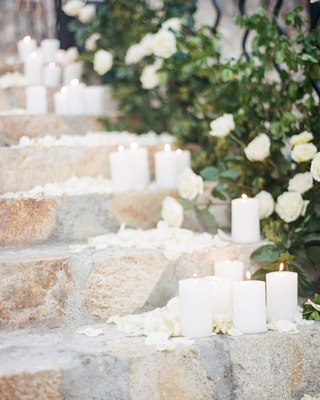 Candles and roses take this entrance to the next level. We love entrances that set the tone of your big day with details that inspire! 📷@leilabrewster . . . . . #Mountainoccasions #mountainwedding #destinationwedding #weddinginspo #destinationweddingplanner #weddingphotography #destinationeventplanner #weddingday #weddingdayready #colorado #mountains #weddingdayinspo #weddingdecor #mountainweddingdecor #grandentrance #weddingentrancedancing