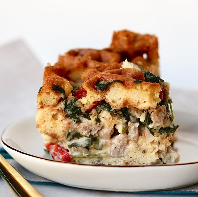 Need a special weekend brunch idea?? This Waffle Breakfast Strata is so delicious and beautiful.  Crispy waffles, sausage, veggies, eggs, it's got it all. Make it tonight and bake it in the morning.  Head to the link in my profile for the #recipe.  #yum #weekending #brunch #eggs #sausage #veggies #breakfastcasserole #nutritionaltherapist #nutritionaltherapy #grainfree #primal #mealprep #realfood #homemade