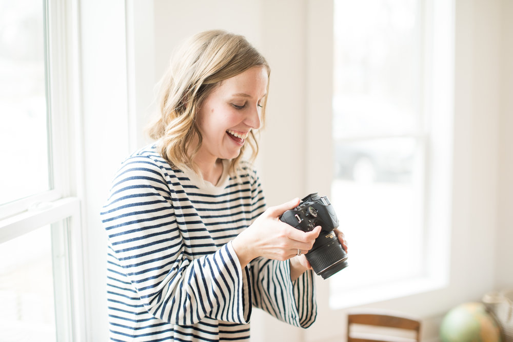 Mom learning how to use her DSLR camera at  Kindred Photography Workshops , Photo by  Kacey Gilpin