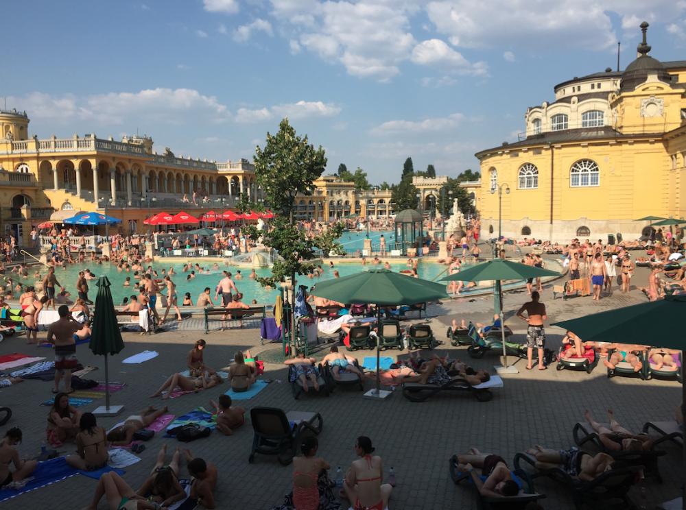 http://adzvice.com/ultimate-travel-blog-budapest-1/
