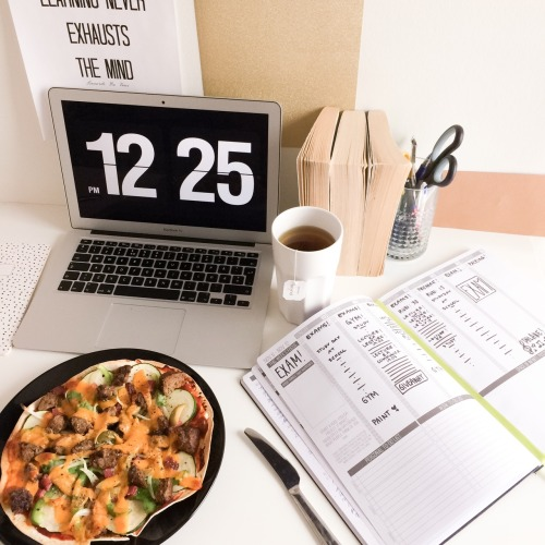 Desk Flatlay.jpgThe Uni Adzvice Series #2 - 6 Tips for Making the Most of Your Time at Uni