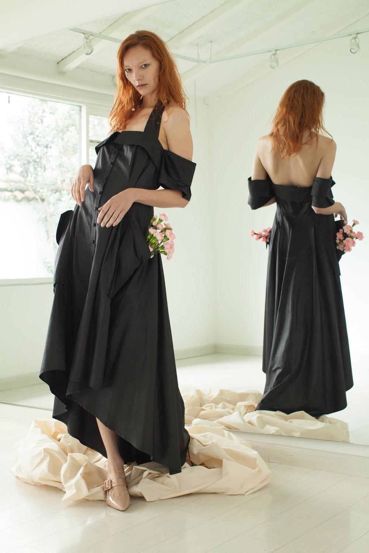 Dress. Carlo Carrizosa / Shoes and earrings. Zara