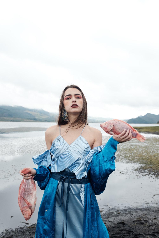 Dress:Carlo Carrizosa. Kimono: H&M. Belt: Adriana Tavera. Earrings: Zara.
