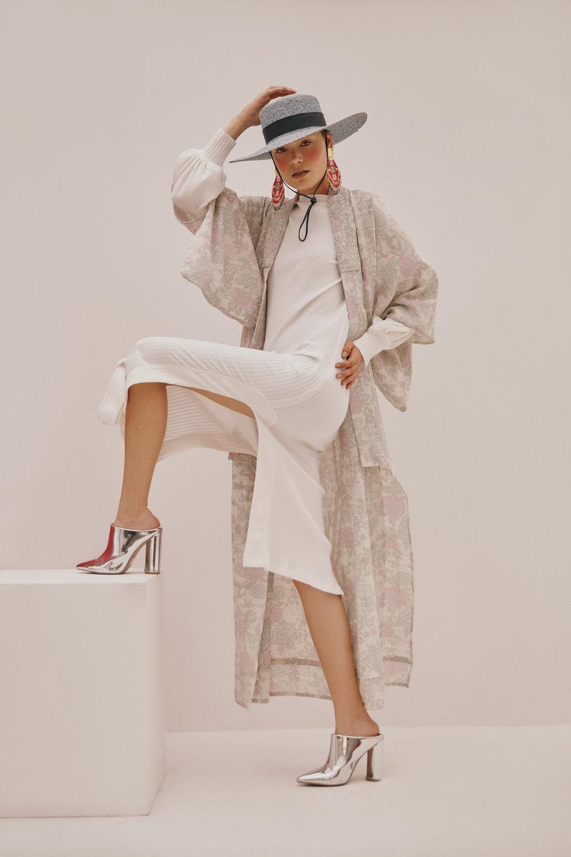 Knitted dress: Pink Filosofy - Kimono: MAZ by Manuela Alvarez - Hat: Lina Osorio - Jewelry: La Sierra Jewelry - Boots:Stylist's own