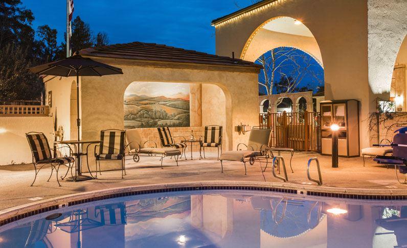 best-western-dry-creek-inn-casa-siena-pool.jpg