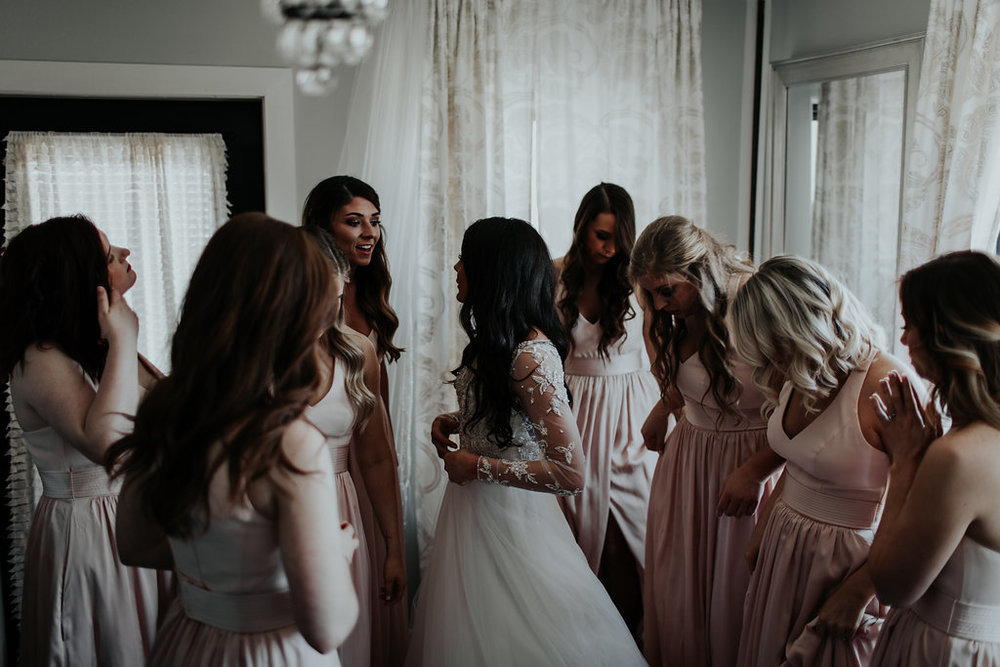 Tulsa Wedding Venue brides room with bridesmaids.jpg