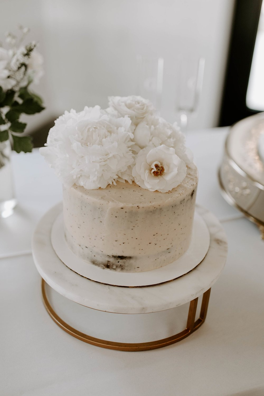 cake table 3-min.jpg
