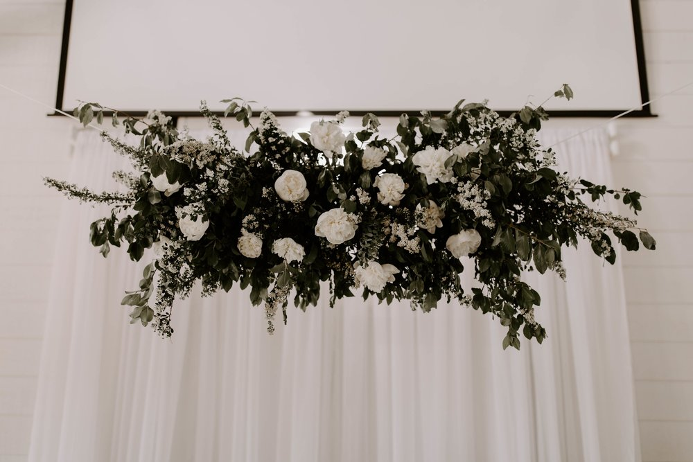 hanging florals tulsa wedding venue-min.jpg