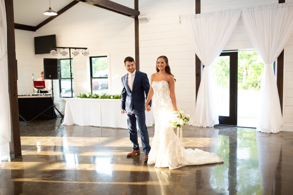 tulsa wedding venue white barn 101.jpg