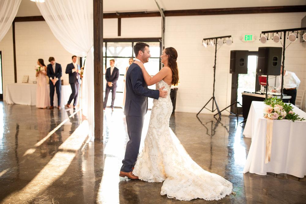 tulsa wedding venue white barn 102.jpg
