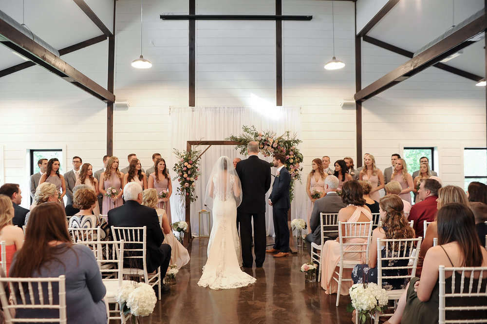 tulsa wedding venue white barn 27.jpg
